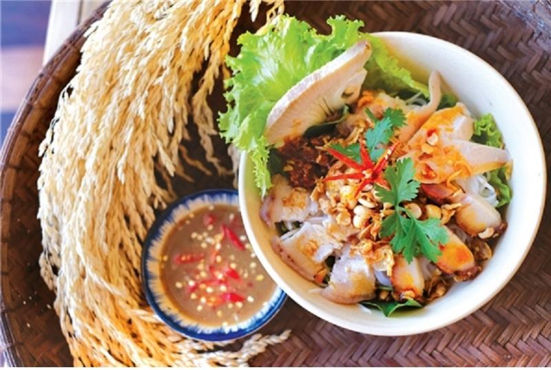 Ba Thuyen Fish Noodles - famous dish in Danang