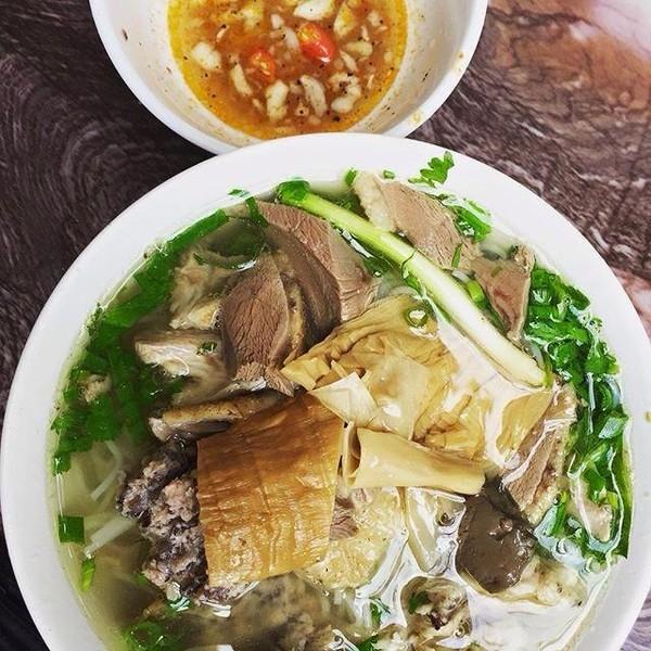 Quán Bún Ngan Mọc và Bún Cua Ốc là quán ăn bình dân ngon nhất gần Học Viện Ngân Hàng