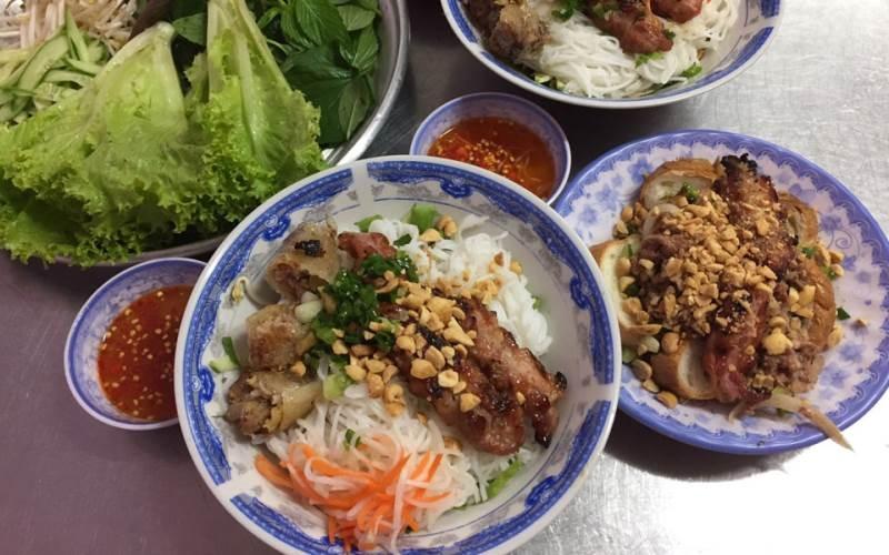 Quán bún thịt nướng Chị Tuyền - Quán bún thịt nướng ngon nhất tại Sài Gòn