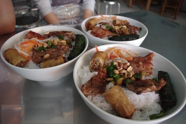 Quán bún thịt nướng Sáu Cận -  Quán bún thịt nướng ngon nhất tại Sài Gòn