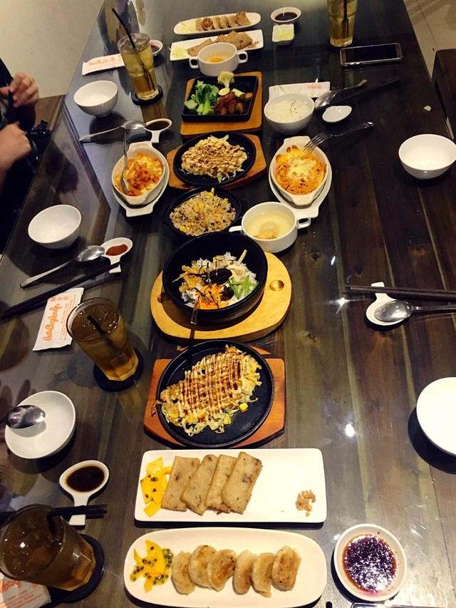 Đồ ăn tại quán