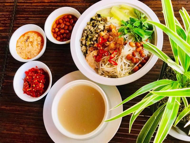 Cơm hến chay của quán chay Thiền Tâm Huế
