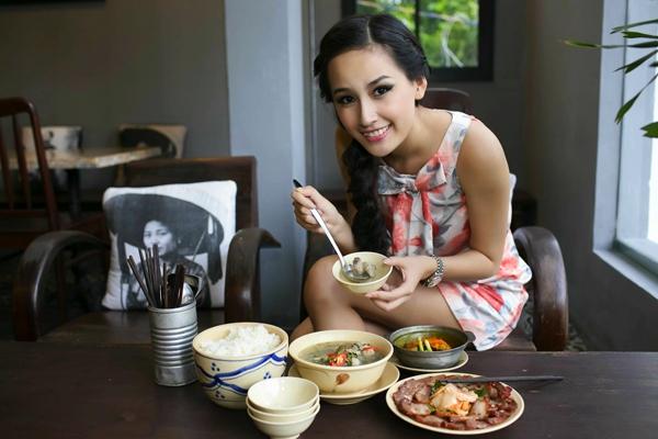 Quán cơm Bụi
