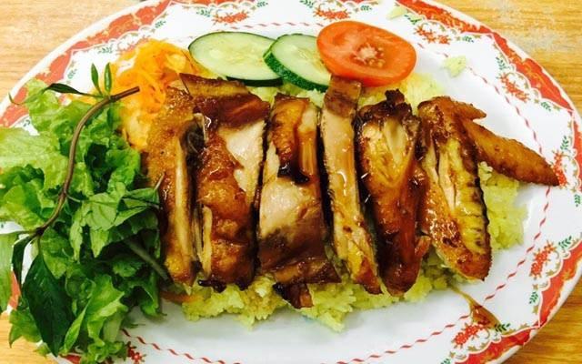 Quán Cơm gà Tú Tài là một trong những quán cơm gà ngon nhất ở Đà Nẵng