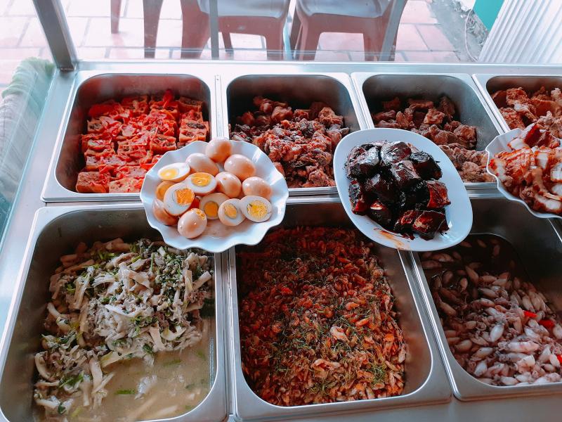 Quán cơm Thảo Hiền