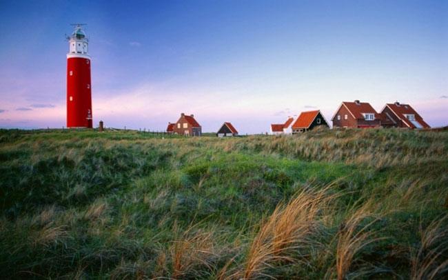 Mỗi quần đảo không chỉ mang nét đẹp bình yên khác nhau mà những ngôi làng trên đảo cũng hút hồn du khách