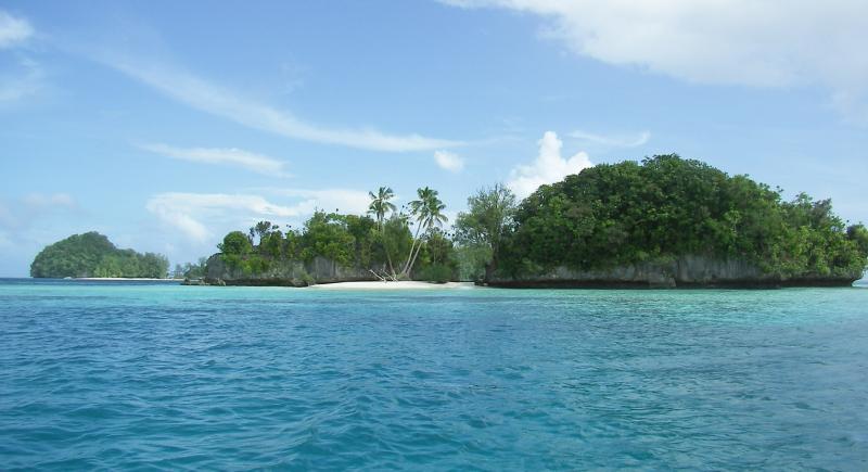 Nước biển tại quần đảo Rock mang màu xanh trong, tươi mát