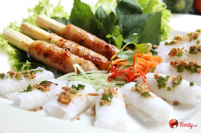 Gánh là một trong những quán bán nem nướng ngon ở Sài Gòn được giới trẻ yêu thích nhất