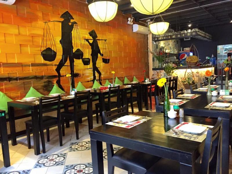Gánh là một trong những quán bán nem nướng ngon ở Sài Gòn được giới trẻ yêu thích nhất.