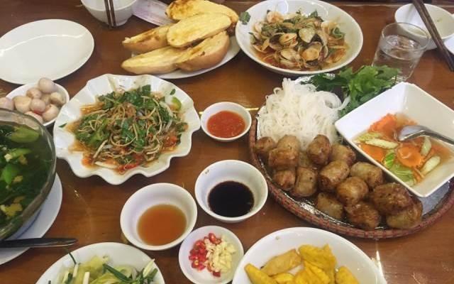 Món ăn tại nhà hàng Hồng Hạnh