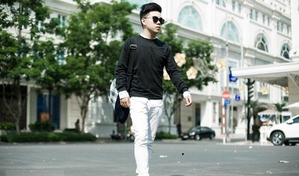 Những chiếc quần trắng sẽ giúp bạn nam trông trẻ trung và năng động hơn là màu đen hay màu nâu truyền thống.