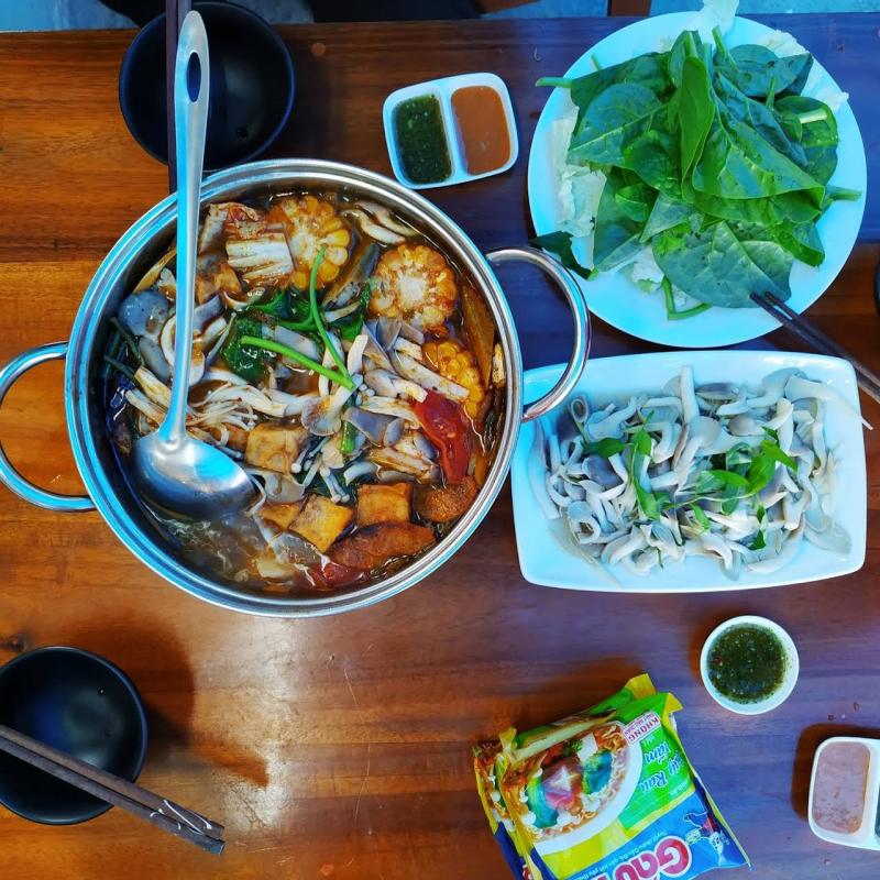 Đến với quán lẩu chay Kiều Đàm, ai cũng phải gọi những món lẩu phong phú, hấp dẫn và bổ dưỡng như thế này