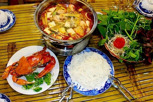 Quán lẩu cua Nam Phát là một trong những quán nhậu ngon, nổi tiếng nhất ở Biên Hòa, Đồng Nai