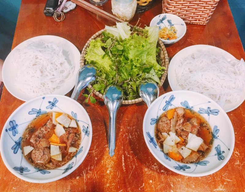 Bun cha is eye-catching and clean