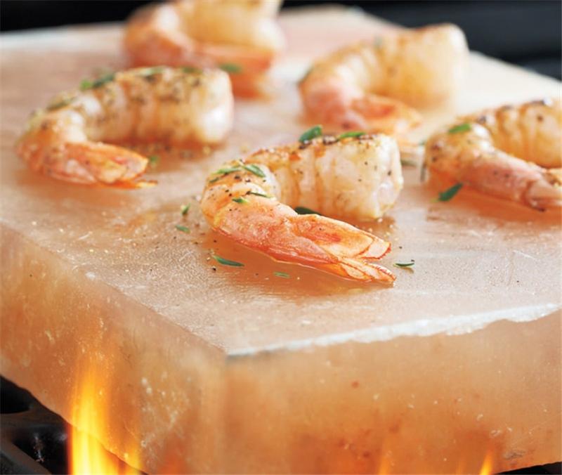 Món ăn được nướng trên đá muối