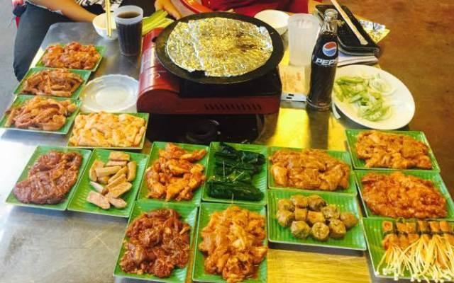Rất nhiều những món thịt, hải sản nướng ở nhà hàng
