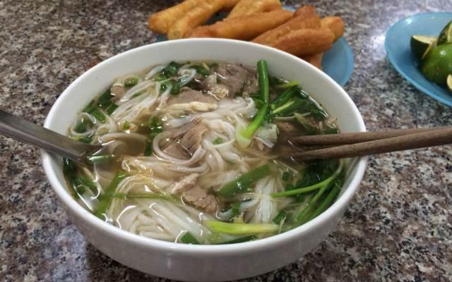 Quán phở bò Nam Định là một trong những quán ăn ngon nhất đường Hàng Kênh