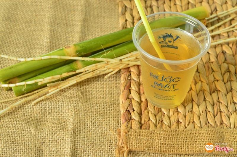 ly nước mát, sản phẩm đặc trưng cửa quán Rễ Tranh