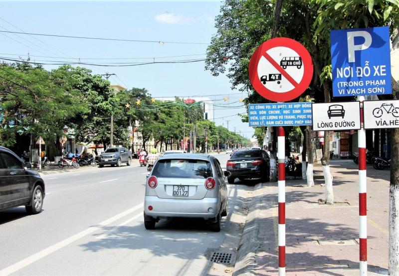 Lái xe cần phải nắm vững biển báo, phân biệt làn đường