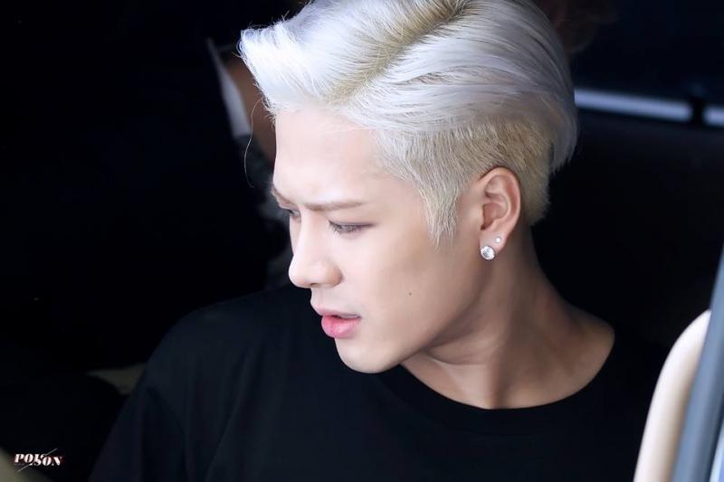 Chăm sóc da mặt trắng mịn như Jackson.