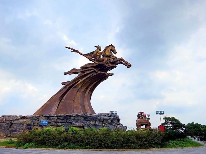 Tượng đài Phù Đổng Thiên Vương được đúc bằng đồng nguyên khối