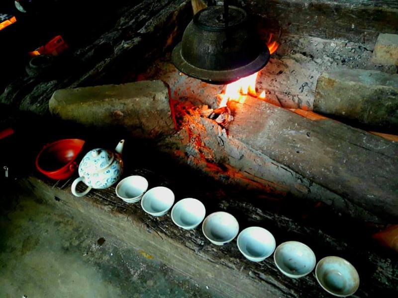 Nấu trà bên bếp lửa hồng
