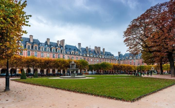 Quảng trường Place Des Vosges