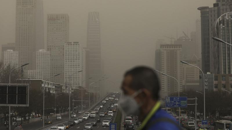 Qatar cũng đang phải đối mặt với tình trạng ô nhiễm nặng nề gây ra bởi số lượng ngày càng tăng của các công trình xây dựng