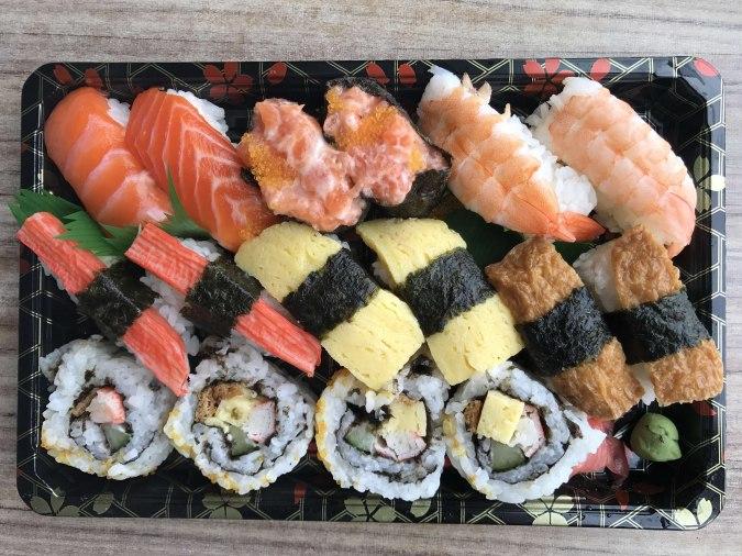Hộp sushi to tại Aeon Mall