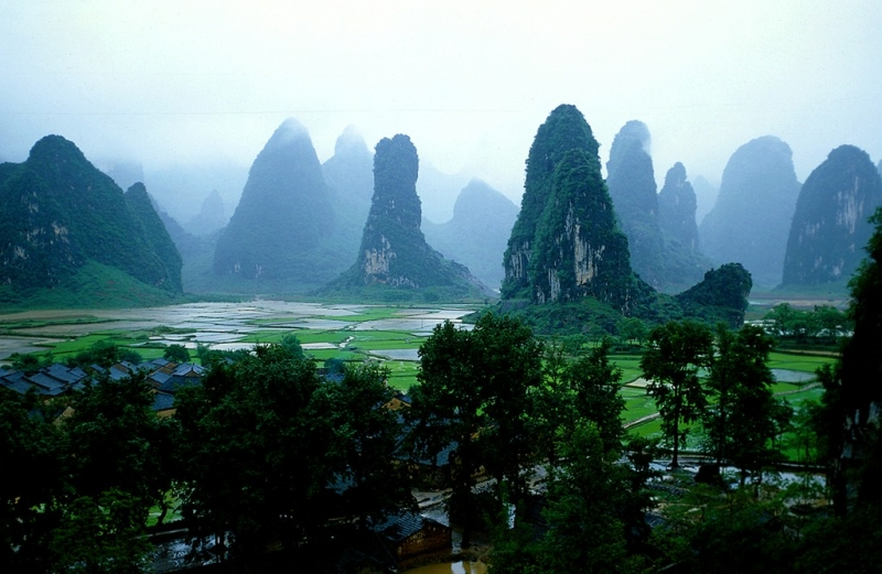 Quế Lâm là thành phố nằm ở phía bờ tây sông Li Giang