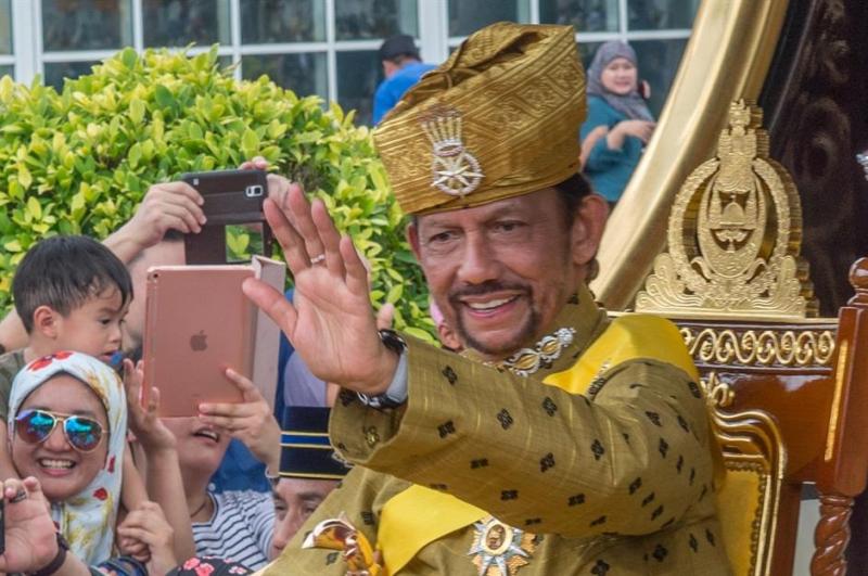 Quốc vương Brunei là vị vua trị vì lâu thứ hai thế giới hiện nay