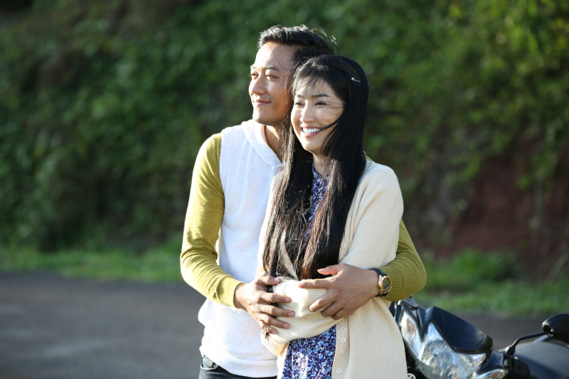 Quý Bình - Quỳnh Lam trong bộ phim Trà táo đỏ