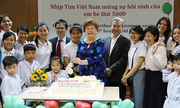 Quỹ Nhịp tim Việt Nam mừng sự hồi sinh của em bé thứ 5000