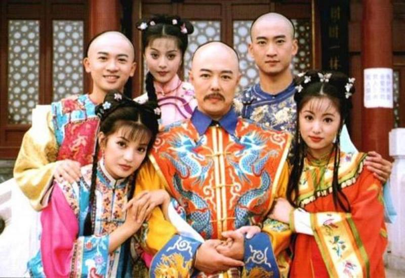 Hoàng Châu Cách Cách là tiẻu thuyết được chuyển thể thành phim của tác giả Quỳnh Giao