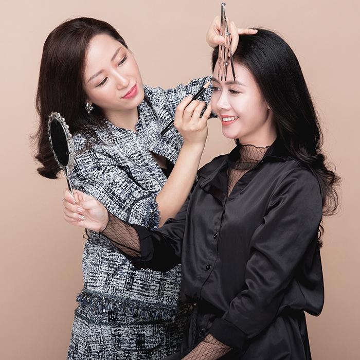 Minh họa làm chân mày tại Quỳnh Quyên Beauty Center.