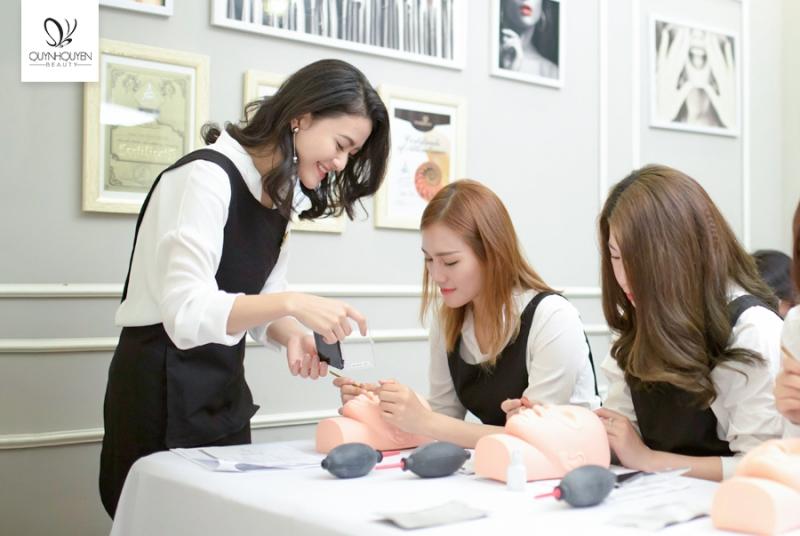 Quá trình đào tạo tại Quỳnh Quyên Beauty Center.