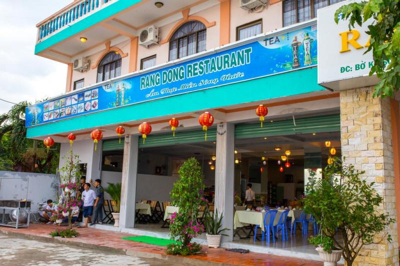 Khu ẩm thực của Rạng Đông Hotel đa dạng với các món ăn đặc trưng của vùng miền Tây sông nước và đặc biệt là các món ăn chế biến từ thịt bò tơ đảm bảo luôn khiến cho các du khách hài lòng.