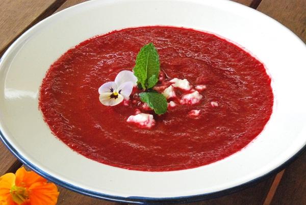 Rau dền đỏ là loại rau có tính mát, giúp thanh nhiệt, sát trùng, nhuận tràng…