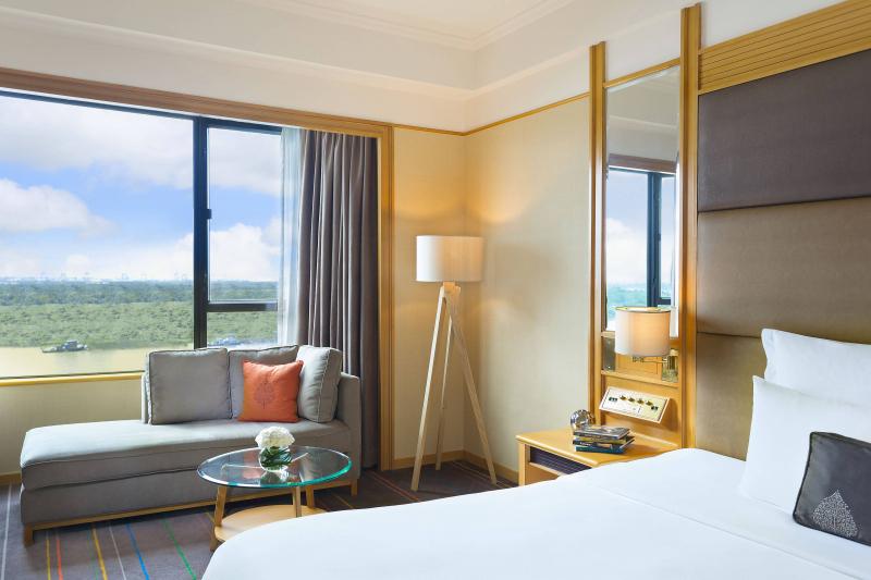 Phòng ngủ có view rất đẹp nhìn ra sông