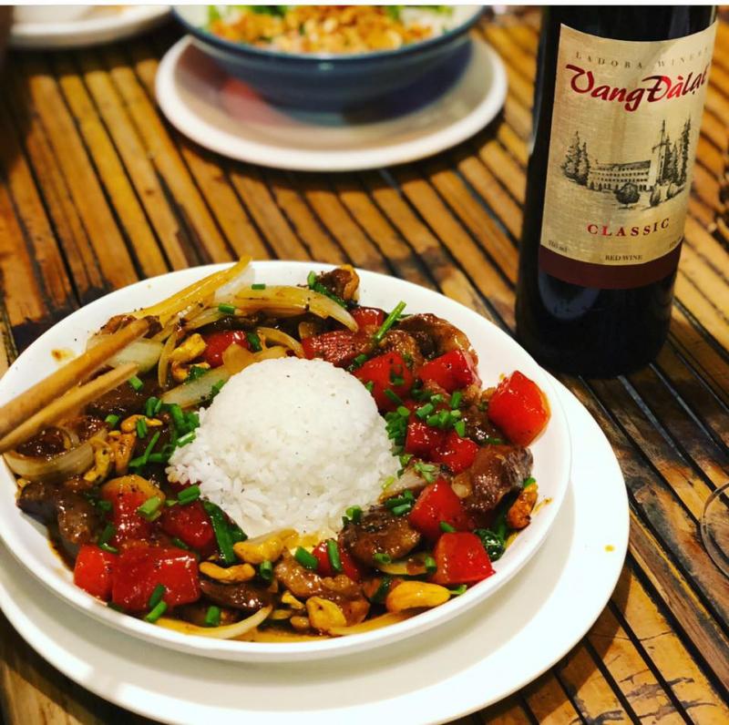 Món ăn được nêm nếm và chế biến bởi đội ngũ đầu bếp chuyên nghiệp