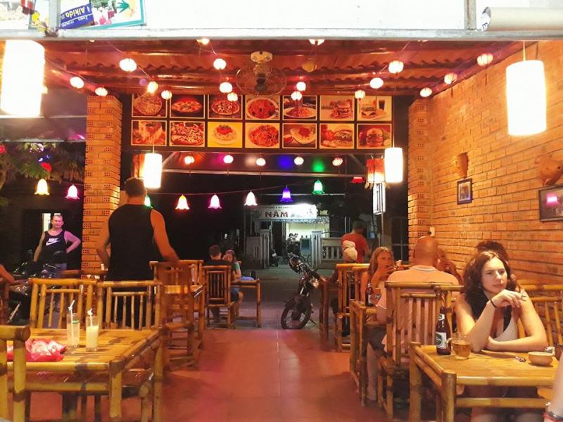 Restaurant & Cafe Tuấn để lại ấn tượng cho thực khách không chỉ bởi hương vị tươi ngon của các món ăn. Mà còn bởi không gian thư giãn và phong cách phục vụ chuyên nghiệp