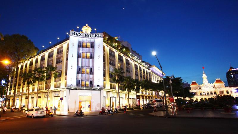 Rex Hotel sáng đèn