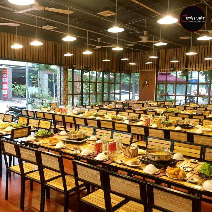 Không gian nhà hàng thoáng đãng, rộng rãi