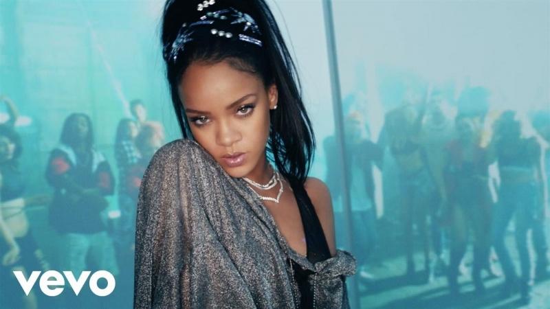 Rihanna rất nổi tiếng với những bản hít: Don't Stop The Music, Diamonds, Umbrella, Take A Bow...