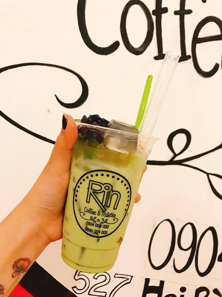 Khách hàng tại Rin Milk Tea.