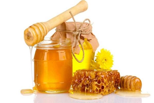 Rơ lưỡi cho trẻ bằng mật ong