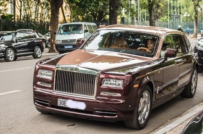 Cận cảnh Rolls-Royce Lửa Thiêng trên đường phố Hà Nội