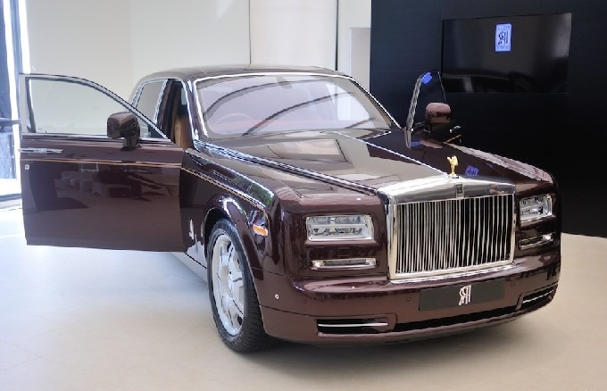 Cận cảnh Rolls-Royce mặt trời phương Đông có giá 45 tỷ VND
