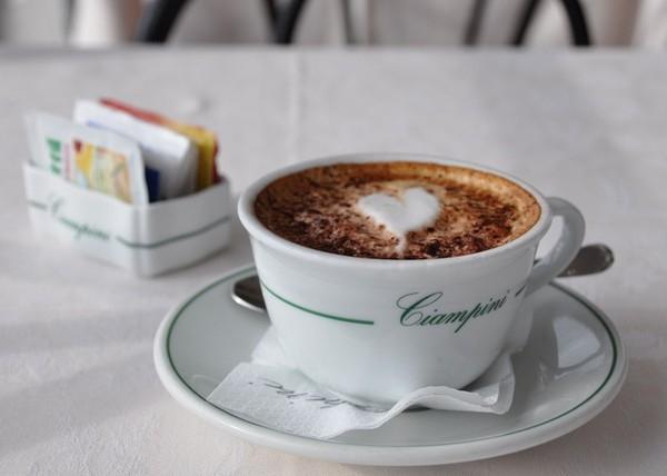 Hương vị nồng nàn của những tách cafe