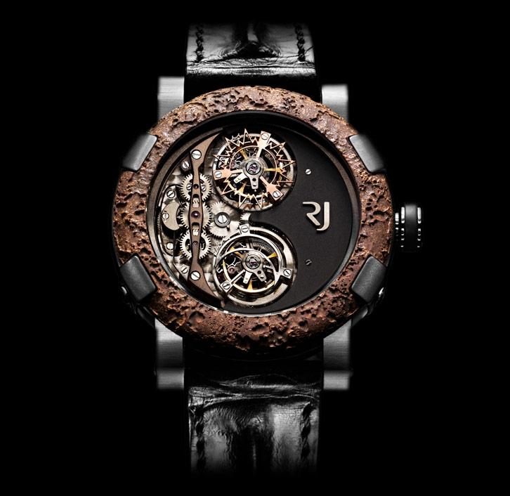 Đồng hồ có chất liệu sản xuất được lấy từ chính con tàu Titanic huyền thoại